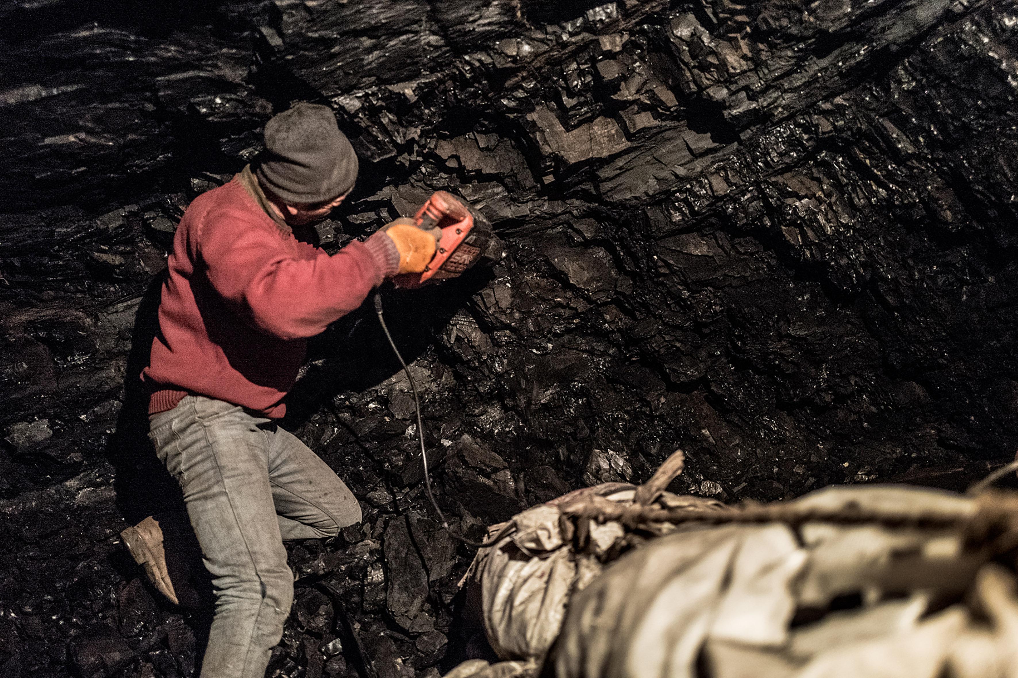 RasmusDegnbol_MNG_Coalminers_002