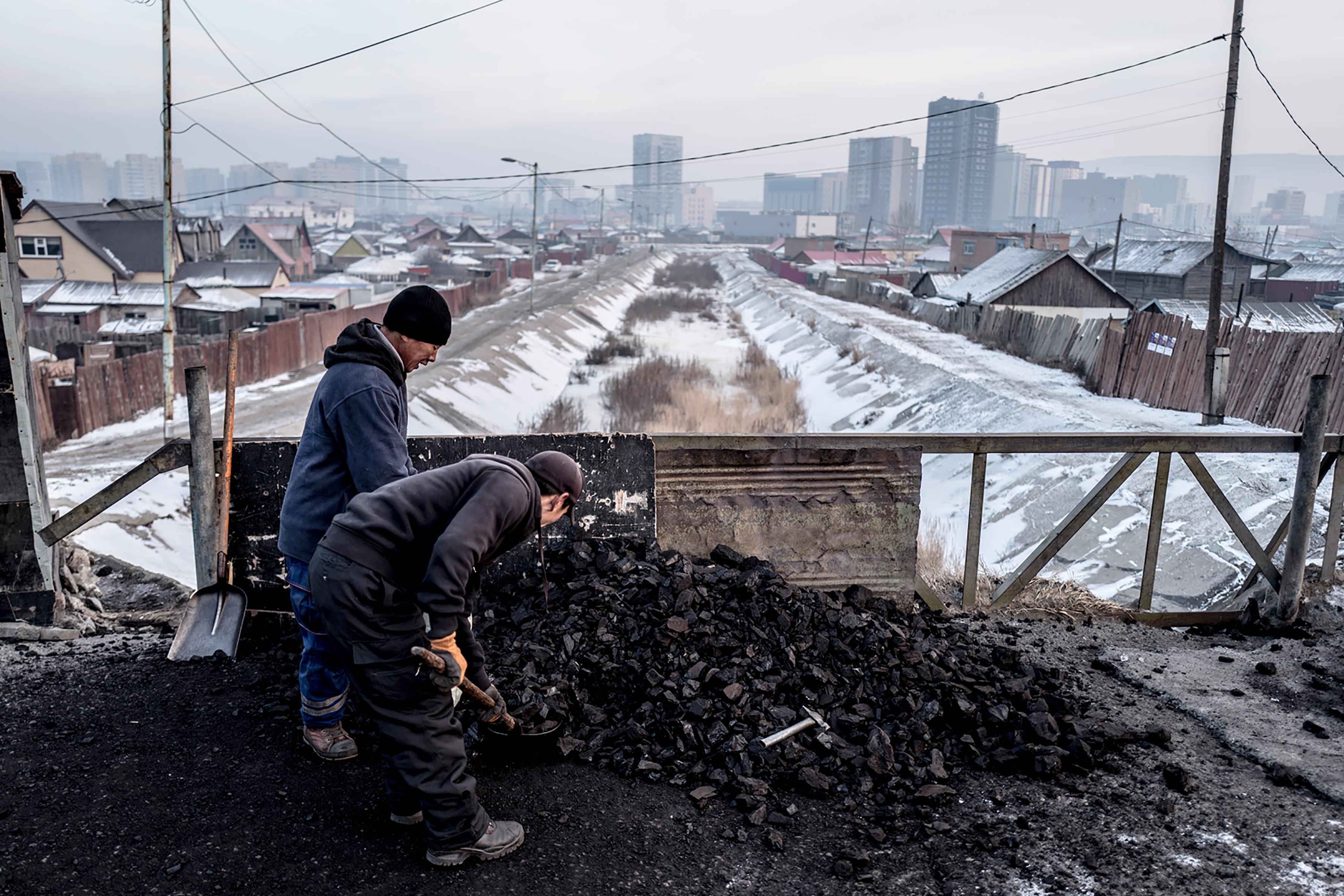 RasmusDegnbol_MNG_Coalminers_013